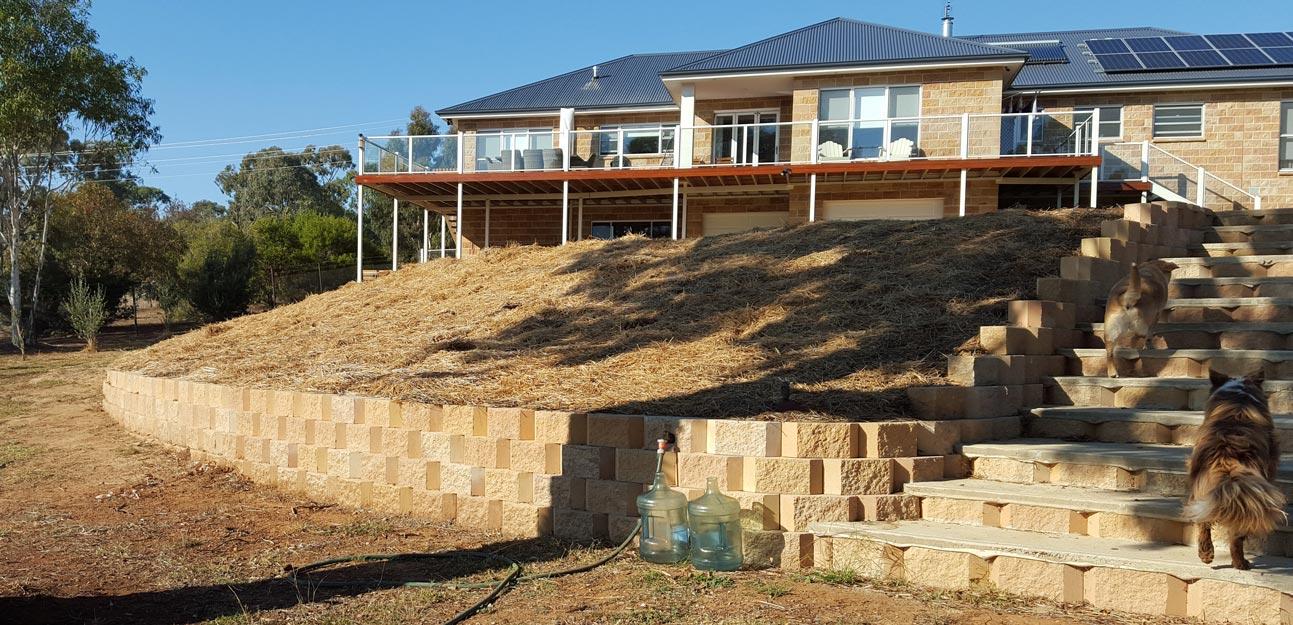 Retaining wall - Cowra Concrete Products Norfolk and Tasman blocks